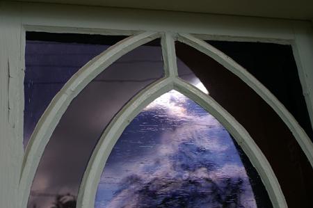 小さな教会の小さな窓